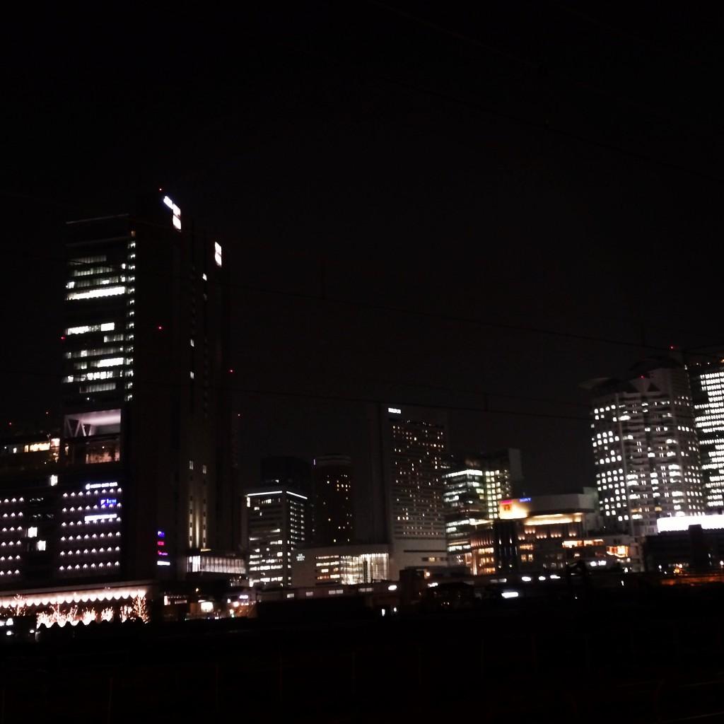 外でてすぐのところから撮影。夜景がとても綺麗です。